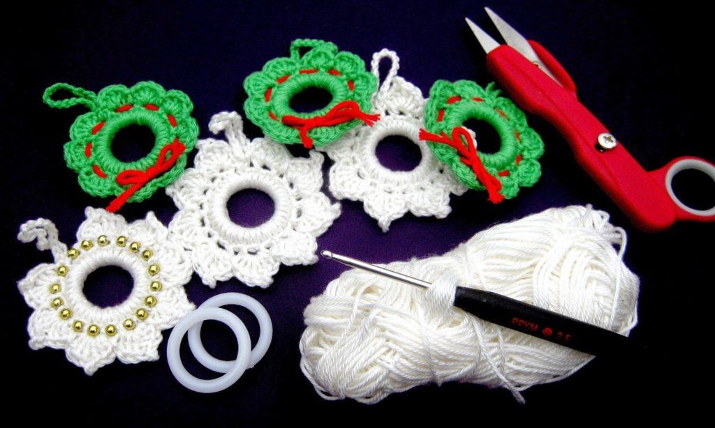 Jaimee häkelt: Eine Perlenschneeflocke u. einen Weihnachtskranz ...